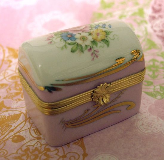 Limoges Chest edit e-mail 001