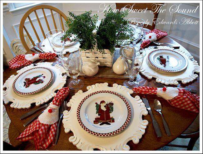 Christmas Breakfast Room Tablescape