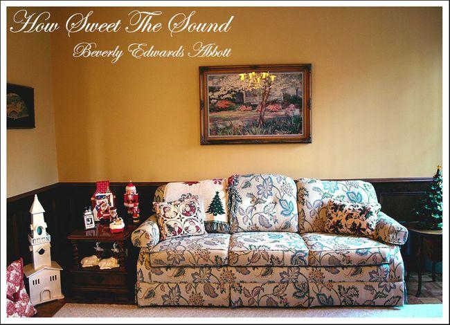 Christmas Family Room Sofa Wall