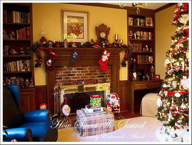 Christmas Family Room Fireplace