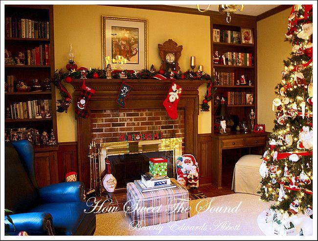 Christmas Family Room Fireplace